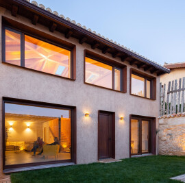 Alcoba housing