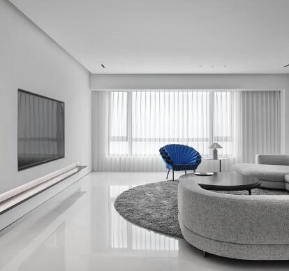 A Minimalist Geometric Home