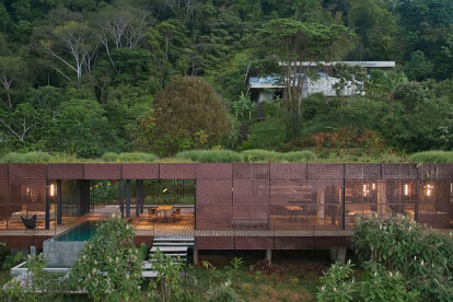 Costa Rican home appears to levitate over its tropical surroundings