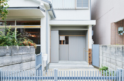The Anti-Earthquake Reinforcing Catwalk House