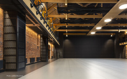 Skyfold movable wall in black fabric sub-dividing an event space/venue