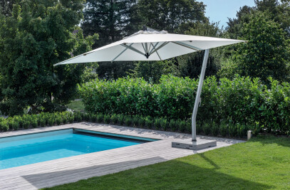 Woodline free-arm parasol