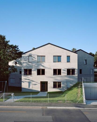 043_NAG / Apartment Building