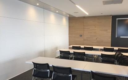 Zenith® Premium sub-dividing a conference room