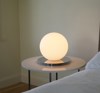 Bola Sphere Table