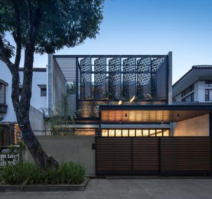 Lumière House