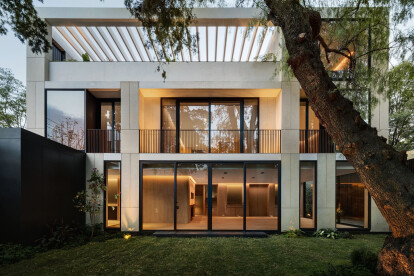 Mexico City house a calm oasis in the midst of a busy urban street