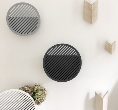 Diagonal wall baskets