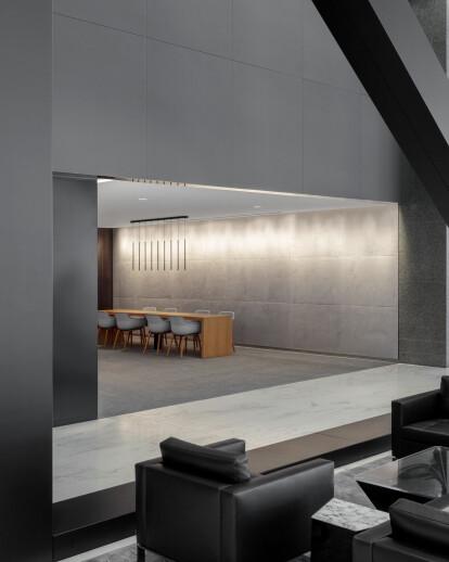 525 W. Van Buren Lobby