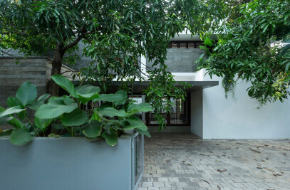 HALAMAN_The Courtyard House