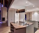 The asymmetrical worktop gives the kitchen a unique contour