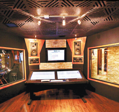 STUDIO SERIES SOUNDPROOF INTERIOR WINDOWS