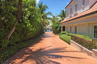 villa Florida with terracotta outdoor floor