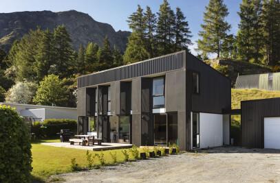 TGA |Arthurs Point Steel House