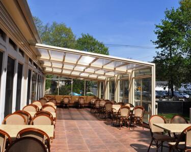 Roxanne's Restaurant Retractable Enclosure