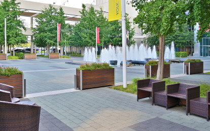 Mariner Commercial Wood City Plaza Planter