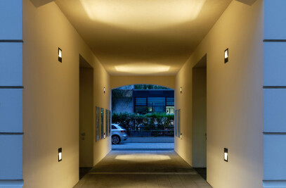 LED recessed wall and ceiling luminaires