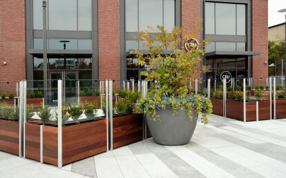 Movable planter mounted Integral glass screen wall without penetrations