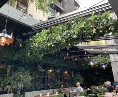 Cathédrale Restaurant Retractable Roof