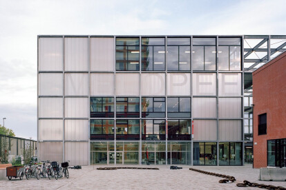 195 Melopee School shows how architecture can make the most of tight urban spaces