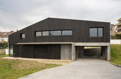 Deambulatory House