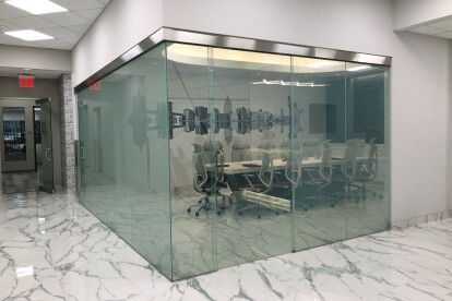 LC Privacy Glass: Transparent, door closed