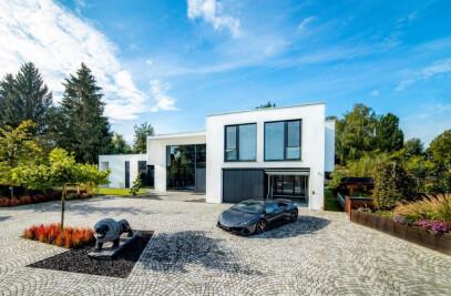 Bauhaus Villa with car lift