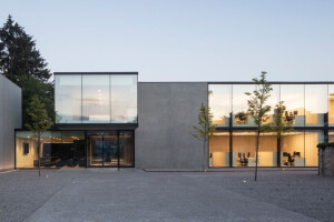 Notary Van Damme building emphasizes line formation and proportions