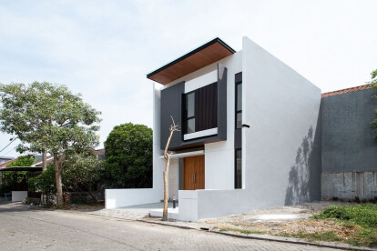 Indonesian urban retreat makes the most of a small site