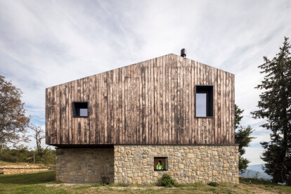 Ca'Inua: Italian home in stone and wood draws from its mountain roots