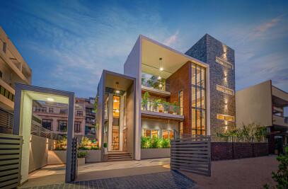 Urban Frame House