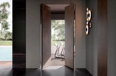 Infinito 10 Vertical Pivot Door