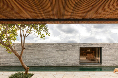 Q04L63 House inspires with use of natural materials