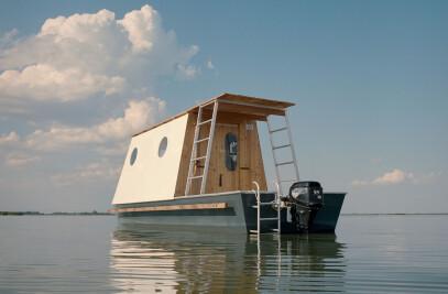 Sneci A small houseboat on Lake Tisza