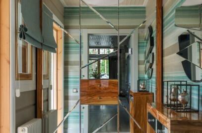 House in the wood / Saint Petersburg