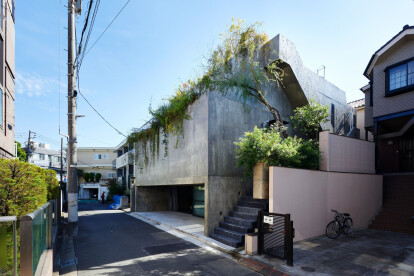 Light-gradations and solidity characterize a unique Tokyo house design
