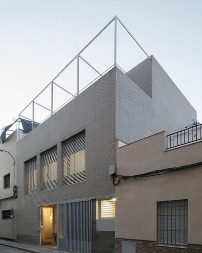 HOUSE 10 x10