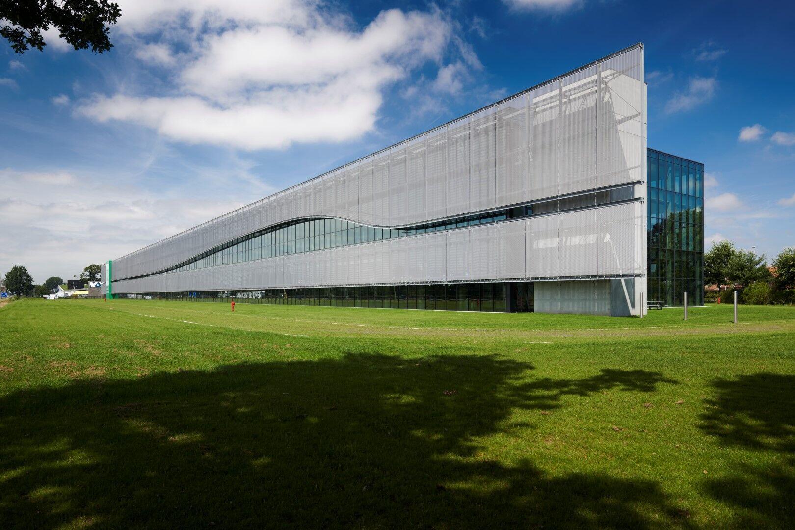 Sun protection facade with HAVER Architectural Mesh LARGO-TWIST 2045   FACQ Merelbeke, Belgium.