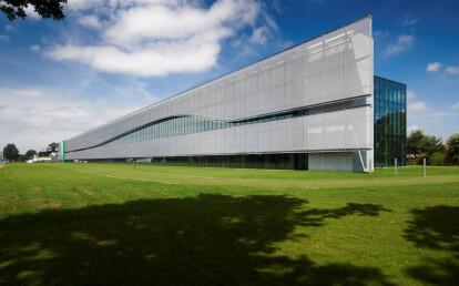 Sun protection facade with HAVER Architectural Mesh LARGO-TWIST 2045 | FACQ Merelbeke, Belgium.