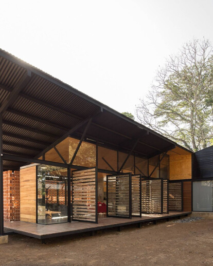 La Garita house influenced by Costa Rican building traditions