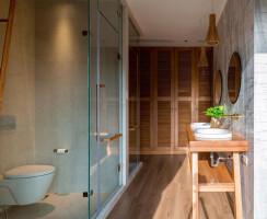 Master bathroom on 3rd floor
