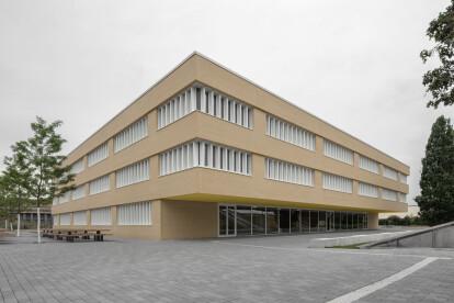 Hochschule Hannover subtly reinterprets its campus context