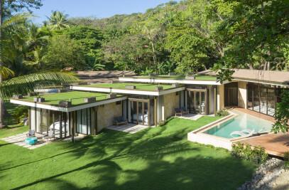 """""""Beach Front Gardens"""" (Casas; Sare-Caracali)"""