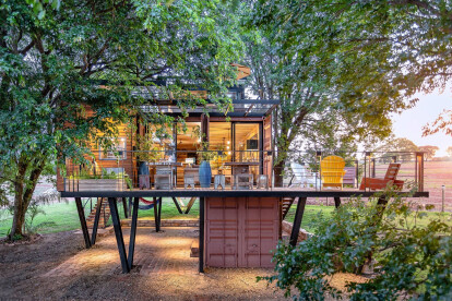 Hanging House integrates country retreat with the local ecosystem