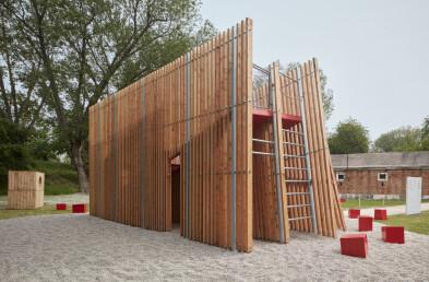 Installation OFF FENCE at Biennale Architettura