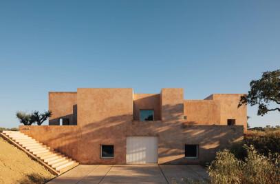 HOUSE IN GRÂNDOLA