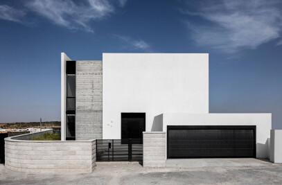A FAMILY HOUSE NO. 5