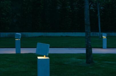 Break Outdoor Floor Lamp