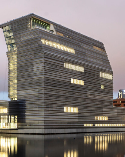 Ascending tower form of the Munch Museum brings a contemporary vision of the museum to Oslo's waterfront
