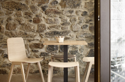 Emea high bistrot table
